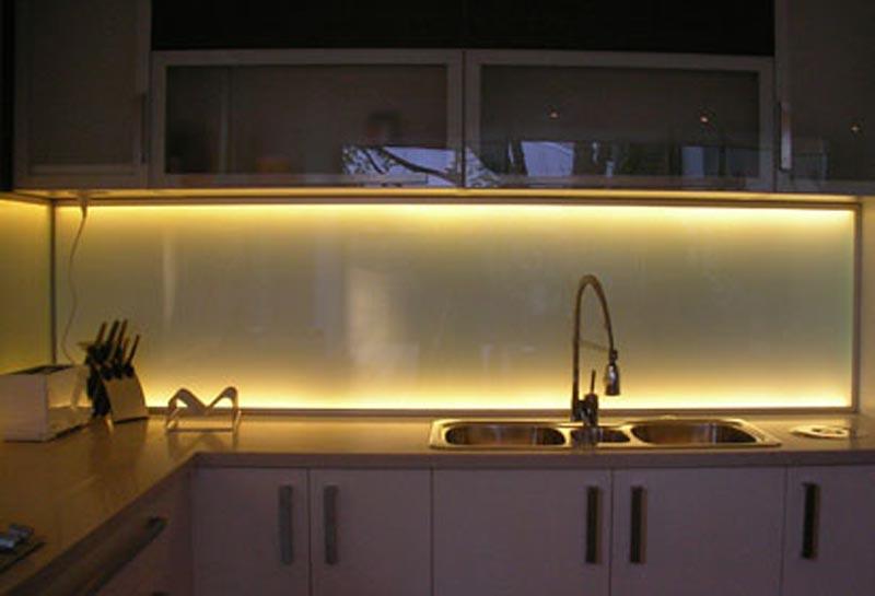 Как сделать подсветку на кухонном гарнитуре из светодиодной